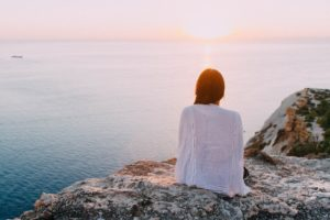 Woman-contemplating-counselling-as-sitting-by-ocean-reflecting-on-her-relationship-with-men