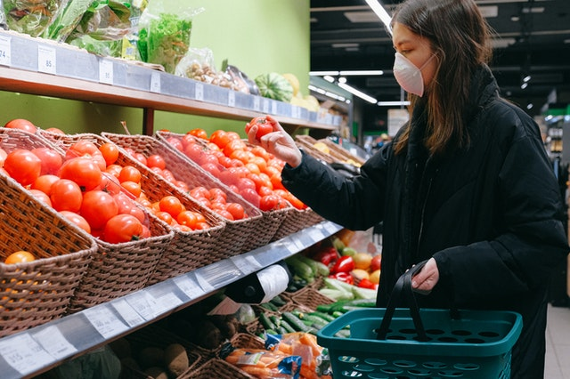 woman-shopping-tomatoes-to-keep-healthy-during-covid-19-pandemic